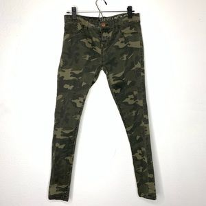 Pants - Camouflage Skinny Jeggings Size 8